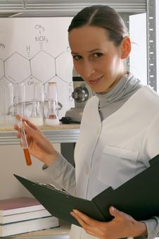 Free Chemist In Laboratory Royalty Free Stock Images - 9451539