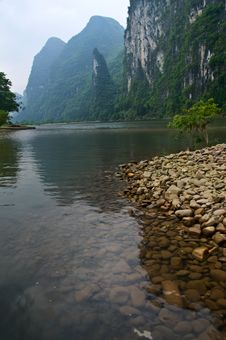 Free Li Jiang River And Its Mountains Royalty Free Stock Photos - 9457928