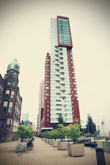Free Montevideo Tower In Rotterdam Royalty Free Stock Image - 94581136