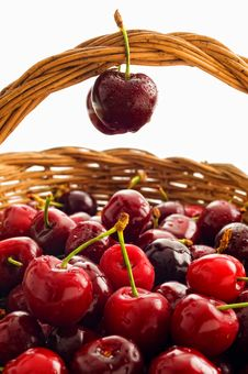 Free Basket With Cherries Royalty Free Stock Images - 9462819