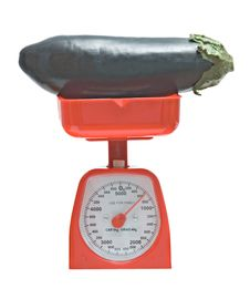 Free Kitchen Scale Weighting Eggplant Stock Images - 9463534