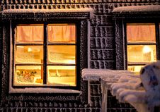 Free Cottage Window With Warm Glow In Winter Royalty Free Stock Photos - 94642408