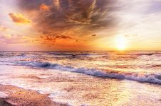 Free Golden Sunset With Waves On The Sea Shore Stock Photo - 94642430
