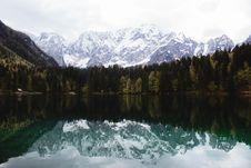 Free Mountain Reflection On Lake Royalty Free Stock Photo - 94642535