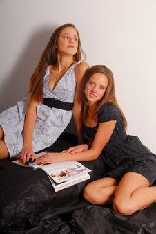 Free Charming Twins Girls Royalty Free Stock Image - 9471096