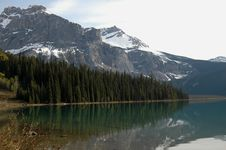 Free North American Mountainsand Lake Royalty Free Stock Photography - 9472237