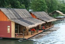 Free River Houses Royalty Free Stock Images - 9475799