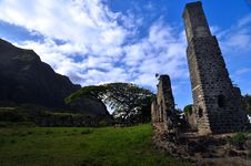 Free Oahu Old Sugar Mill Ruins Royalty Free Stock Images - 9475869