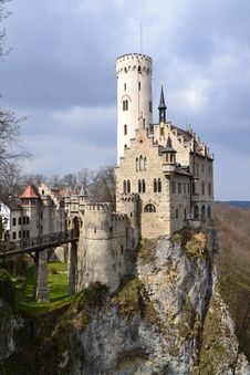 Free Gray And White Castle Built Near A Cliff Stock Image - 94711411