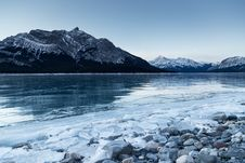 Free Ice On Banks Of Alpine Lake At Dawn Stock Photography - 94712442