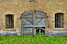 Free Wooden Door In Brick Wall Stock Photo - 94777940