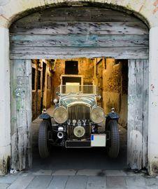 Free Vintage Bentley In Wooden Barn Stock Photo - 94778100
