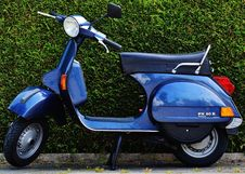 Free Blue Motor Scooter Px 80 X Stock Images - 94778184