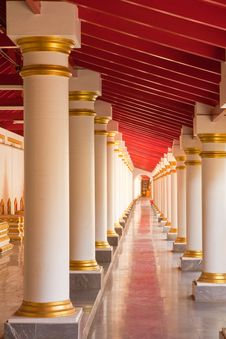 Free Walkway In Pavilion Of Buddhist Temple Royalty Free Stock Photo - 9482805