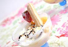 Free Cream Dessert Royalty Free Stock Photography - 9485037