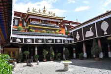 Free Traditional Religious Architecture In Tibet Stock Photo - 9487040