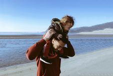 Free Dad Carrying Son On His Shoulders Royalty Free Stock Image - 94886926