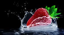 Free Strawberry Splashing In Water Royalty Free Stock Photography - 94887007