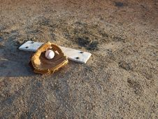 Free Ball And Glove. Royalty Free Stock Images - 9492069