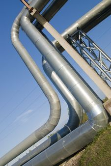Free Industrial Pipelines Against Blue Sky. Royalty Free Stock Photos - 9495838