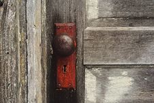 Free Rusty Door Knob On Wooden Door Royalty Free Stock Photo - 94945375