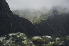 Free Rocky Mountain During Fog Stock Photography - 94945432