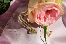 Free Pink Rose And Gold Beaded Jewelry Royalty Free Stock Photos - 94983658