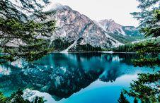 Free Mountains Reflecting In Alpine Lake Royalty Free Stock Photo - 94983715