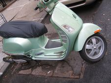 Free Green Moped Stock Images - 950444