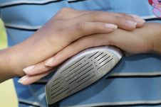 Free Hands Of Female Golfer Royalty Free Stock Images - 951109