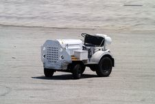 Free Airport Tractor Royalty Free Stock Photography - 951577