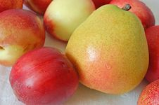 Free Pear And Nectarines Royalty Free Stock Photos - 952178