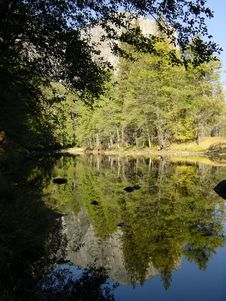 Free Yosemite Reflection 3 Royalty Free Stock Photos - 953628