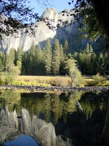 Free Yosemite Reflection Royalty Free Stock Image - 953636