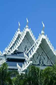 Free White Buddhist Temple In Thailand Royalty Free Stock Images - 954539