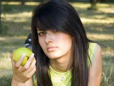 Free Beautiful Girl With Apple Royalty Free Stock Image - 955166
