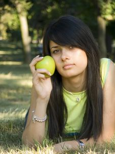 Free Beautiful Girl With Apple Stock Photography - 955192