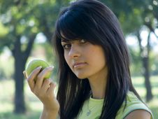 Free Beautiful Girl With Apple Royalty Free Stock Photography - 955247