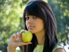 Free Beautiful Girl With Apple Stock Images - 955254