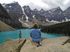 Free Looking Out Over Morraine Lake Royalty Free Stock Images - 957739