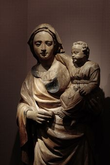 Free Statue Of Madonna And Infant Royalty Free Stock Image - 957836