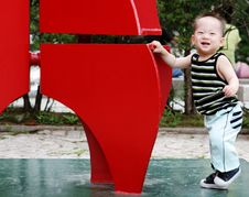 Free Cute Korean Boy Playing At The Park Royalty Free Stock Images - 959249