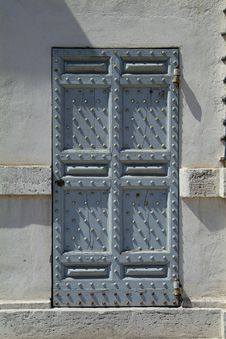 Free Strong Wooden Door Stock Images - 959504