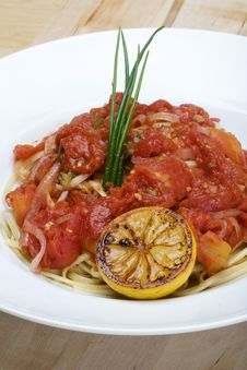 Free Plate Of Linguine With Tomato Sauce Royalty Free Stock Images - 9502569