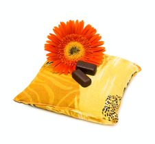 Free Candy And Flower On Pillow Stock Images - 9503704