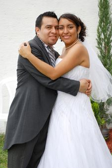 Free Attractive Hispanic Bride And Groom Royalty Free Stock Images - 9505529