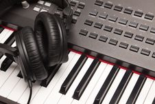 Free Headphones Laying On Electronic Keyboard Royalty Free Stock Photo - 9505645
