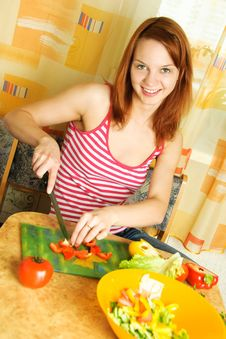 Free Woman Making Salad Royalty Free Stock Images - 9507019