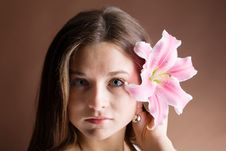 Free Young Woman Posing With A Pink Lily Stock Photography - 9508822