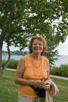 Free Happy Senior Lady Royalty Free Stock Photography - 9509457